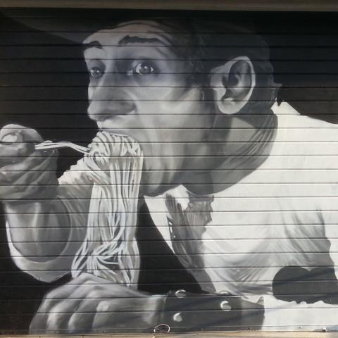 Serranda decorata con soggetto Alberto Sordi