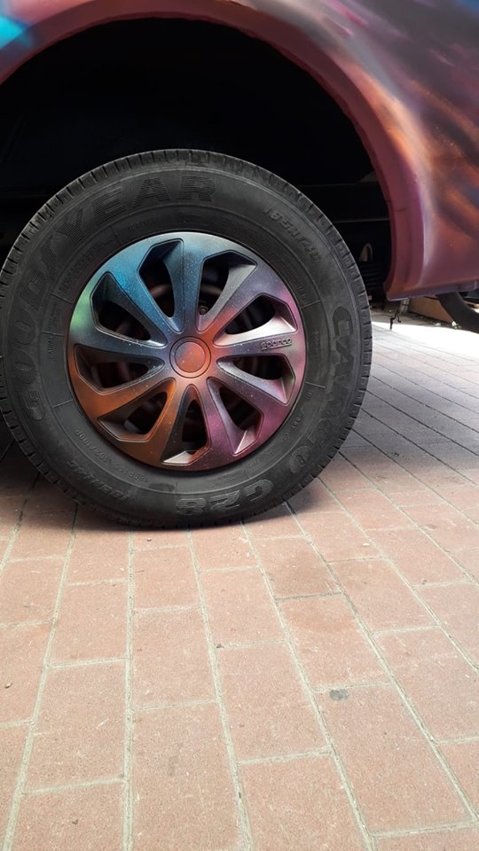 veicolo decorato dettaglio ruota